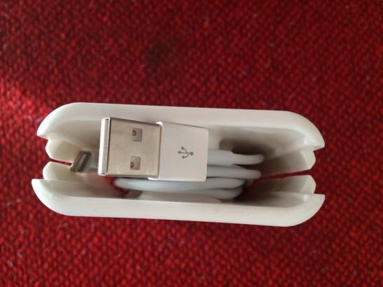 iPhone Charger Holderを買って問題解決!収納美人に…は、ならない