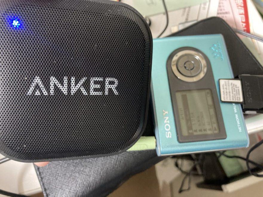 ヘッドフォンも有線のやつがしょぼいのでコードでANKERにつないで聴きました。