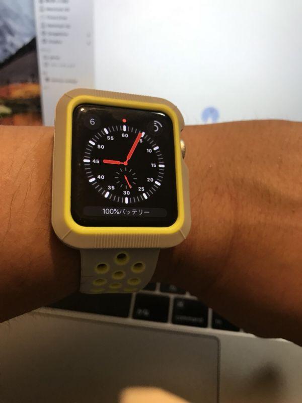 写真:Apple Watch を腕にはめてみました。